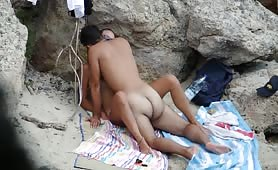Teen horny couple fucking between the rocks